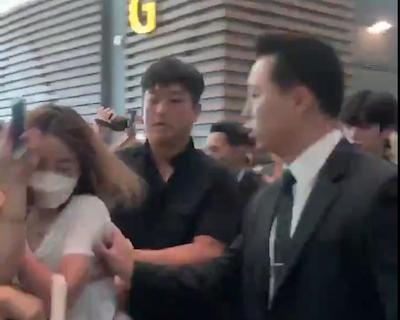 X1 韓国から出国するメンバーたちの周りがカオス…メンバーがメンバーを守る状況に【動画】